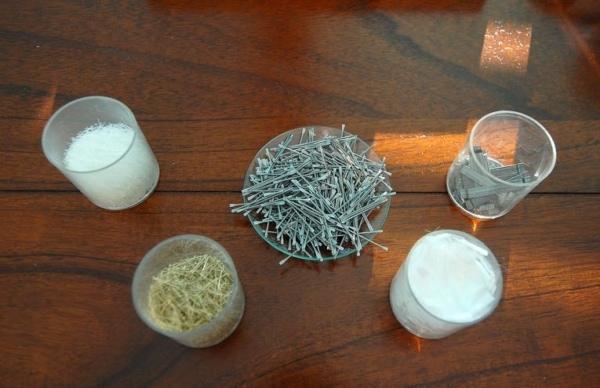 Les fibres pour bétons se déclinent en une multitude de formes. [©ACPresse]