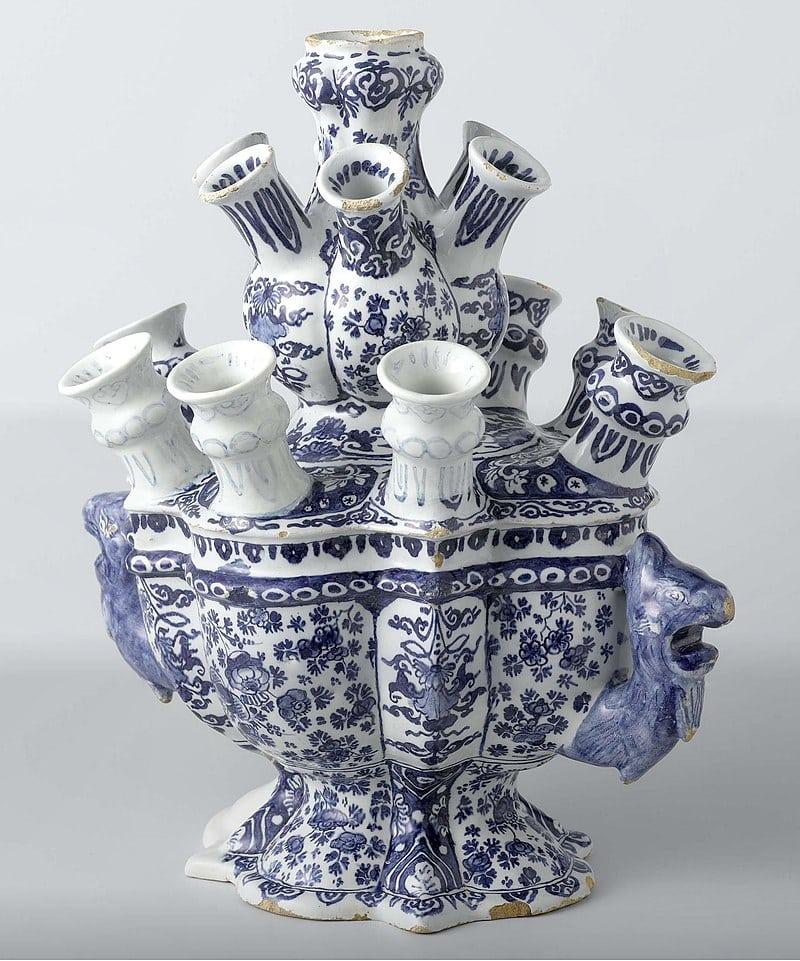 """La porcelaine bleue de Delft, appelée """"Faïence de Delft"""". [©Wiki common]"""