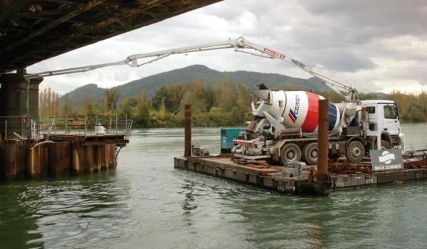 Malaxeur pompe en utilisation sur un chantier. [©DR]