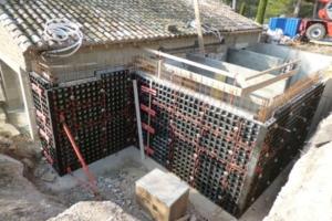 Le coffrage universel Duo est mis en œuvre pour les voiles, dans la construction des maisons, piscines... [©Peri]