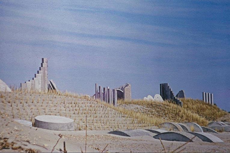 """Création du """"Jardin Minéral"""" en 1968. Archive de la Mairie de La Grande Motte. [©Pierre Pillet paysagiste]"""