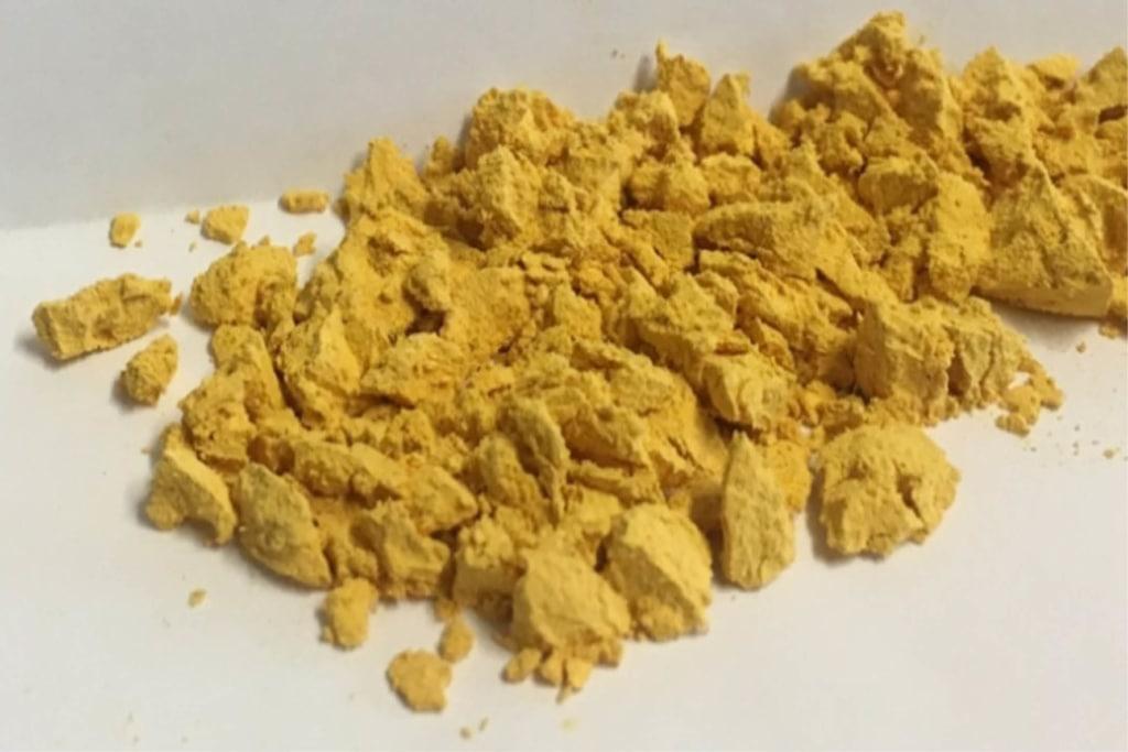 Photo-catalyseur produit à l'Ircelyon à l'échelle du gramme : poudre de polymère poreux. [©CNRS]