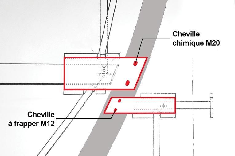 Figure 2 - Extrait du plan de la couverture des silos qui montre le détail de la fixation sur le béton des platelages métalliques à l'aide de platines perforées en forme de trapèze.