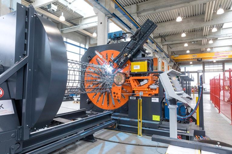La machine ASM de MBK peut être équipée de deux unités de soudure, une unité par soudure résistance et une unité soudure au gaz. [©MBK]