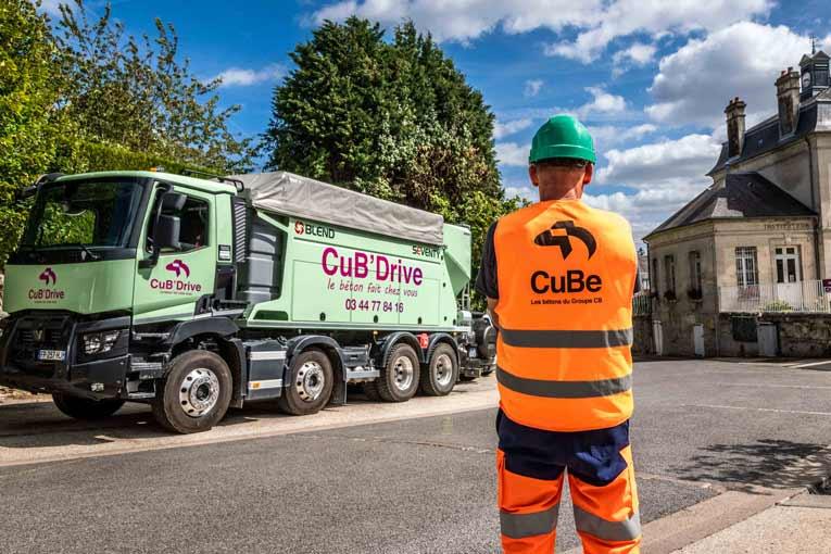 """Ce camion dénommé """"CuB'Drive"""" fabrique directement le béton sur le chantier. Ce qui limite les gaspillages et réduit les consommations d'eau. [©Gérard Guérit]"""