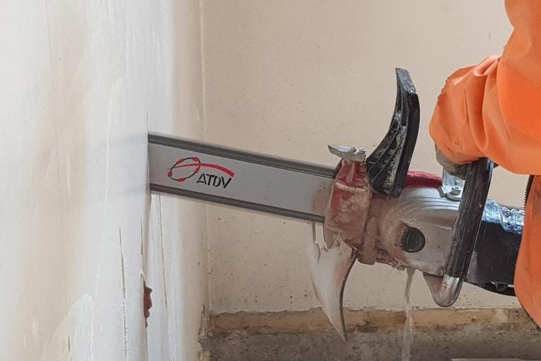 ATDV lance la E-Saw, une tronçonneuse électrique 220 V à chaîne diamantée, pour découper jusqu'à 30 cm du béton armé. [©ATDV]