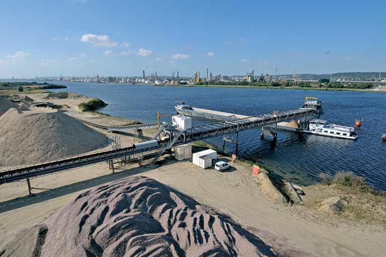 Le transport fluvial représente 14 % t/km pour le granulat [©MBS-Eurovia/Axel Heise]