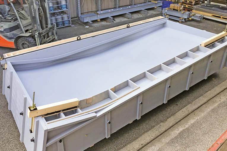 Pour le Lillenium de Lille, TBS a fabriqué des moules ondulés pour les façades.  [©TBS]