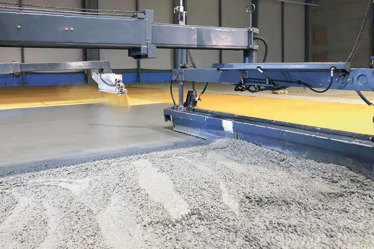 La Laser Screed, machine à tirer le béton, supprime une des phases fastidieuses du coulage d'un dallage.  [©Placeo]