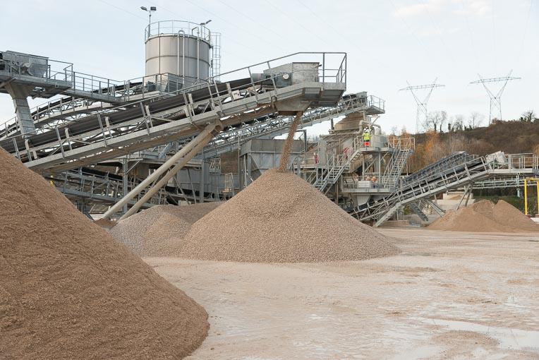 Zone de stockage de granulats.