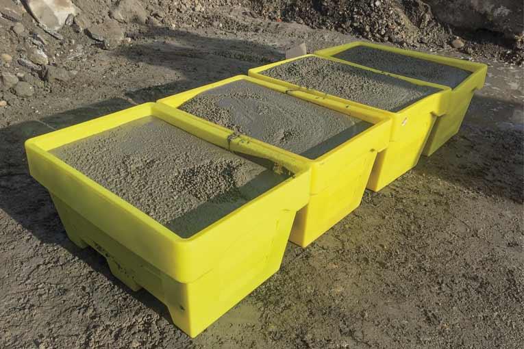 """Béton Direct propose la livraison en bacs de BPE ou de mortier : """"Ptit Cube"""". [©Béton Direct]"""