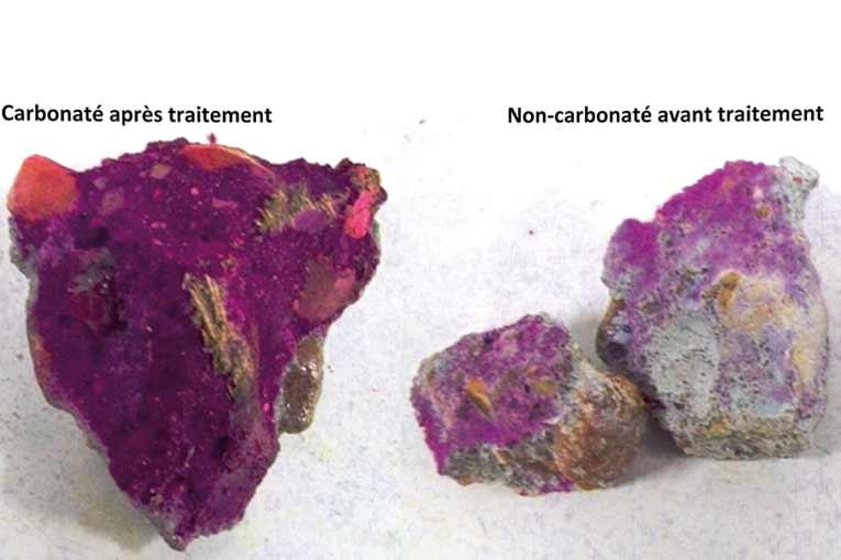 Zones carbonatées  et non carbonatées dans la section transversale d'une éprouvette cylindrique (Ø 32 mm) en pâte de ciment durci ; carbonatation accélérée par CO2 supercritique (température 70 °C, pression 250 MPa, durée 65 mn). [©Ifsttar]