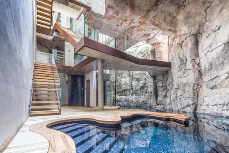 La villa troglodyte de Monaco, d'une surface de 500 m2 toute en pierre, verre et béton. [©Loïc Thebaud]