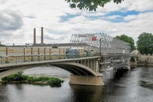 Le pont Camille de Hogues, à Châtellerault, a pu profiter du procédé électro-osmotique Novbéton, consistant en une déchloruration/réalcalinisation du béton. [©ACPresse]