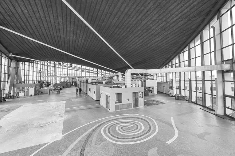 La hall majestueux de l'émetteur Europe n° 1 à Feldberg. [©Marco Kany]