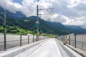 En Suisse sur le Kanderviadukt : 30 mm de Ductal ont été coulés sur toute la partie supérieure de l'auge [©B+S]