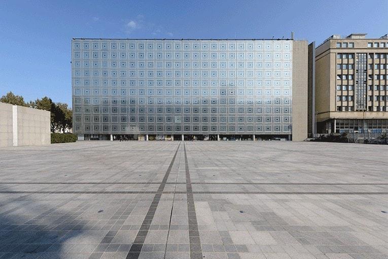 240 moucharabiehs sont placés sur les façades de l'IMA. [©Th. Rambaud]