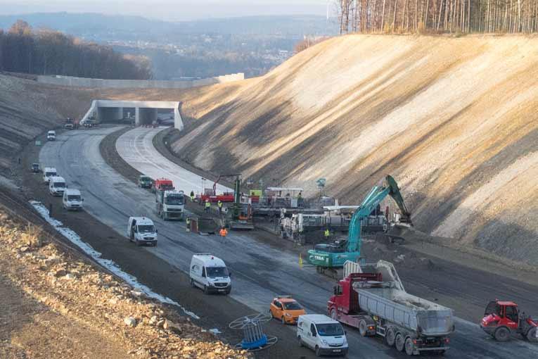Le contournement de la commune de Couvin constitue 14 km de route, qui relient le Nord de la France et remontent vers Charleroi. [©ACPresse]