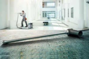 Combiné au puissant aspirateur FVC 35 M, le foret creux et aspirant FHD garantit un chantier plus propre et plus sain, en préservant la santé des utilisateurs. [©Fischer]
