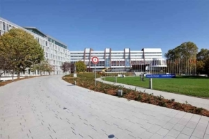 Kronimus a fourni près de 5 000 m2 de pavés City Truck pour le parvis du Conseil de l'Europe. [©Kronimus]