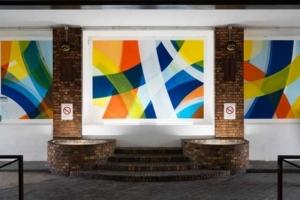 Afin de redonner le sourire aux patients de l'hôpital Beaujon AP-HP à Clichy, Romain Froquet a réalisé cette fresque aux lignes lumineuses. [©Jules Hidrot]