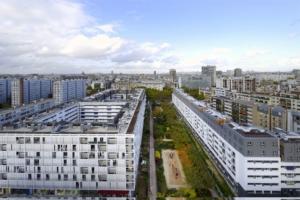 La cité Glacière a bénéficié d'un programme de réhabilitation complet. Avec une surélévation en ossature bois, qui a permis de réaliser 63 nouveaux logements. [©Augosto Da Silva - Graphix-Images]