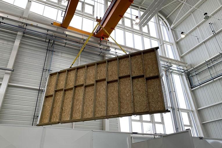 Fabrication d'un mur en usine. [©Vestack]