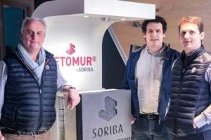 """De gauche à droite, Stéphane Garnier, président de Soriba, Valentin Garnier, en charge du projet industriel """"escaliers et du bas carbone"""", et Simon Garnier, responsable du site de production de Challans. [©Soriba]"""