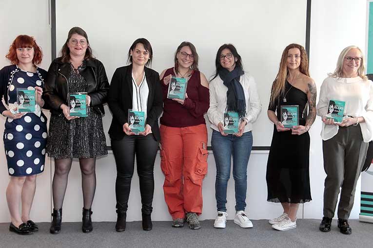 Les 7 lauréates de gauche à droite : Cécile Dubois, Harmony Delacour, Marine Montin, Lisa Marteau, Florbela Loureiro Da Rocha Gil, Denitsa Hristova, Sylvie Linxe. [©Johanne Goudstikker]