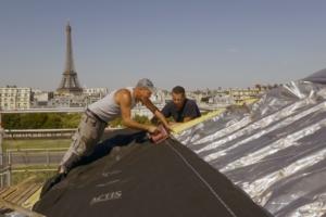 L'art des couvreurs de Paris. Chantier de couverture. Rue de Constantine. Entreprise Jean Lucy. Pose Isolant ACTIS. Juillet 2019. [©Actis]