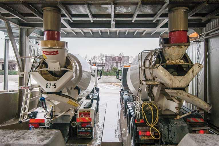 Le chargement en centrale d'un camion-toupie est, en général, la phase la plus sécurisée et la mieux contrôlée. [©ACPresse]