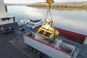 Les barges de clinker permettent de desservir la nouvelle usine de Cem'In'Eu de Portes-lès-Valence. [©Cem'In'Eu]