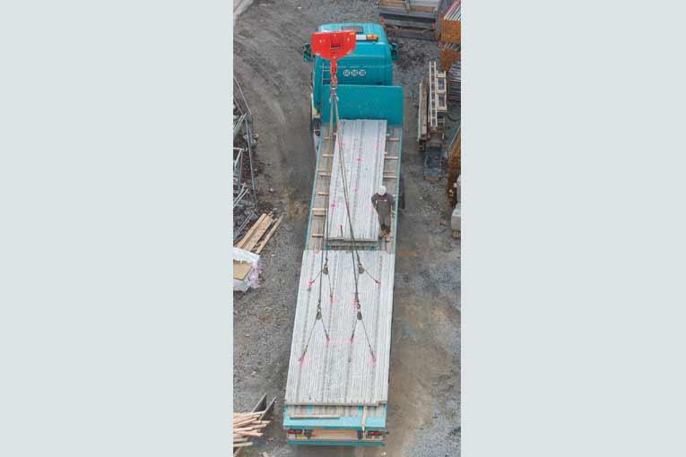 La recommandation R 362 de la Cnamts s'intéresse à la fabrication, à la manutention, au stockage, au transport et à la mise en place des éléments en béton de grandes dimensions. [©ACPresse]