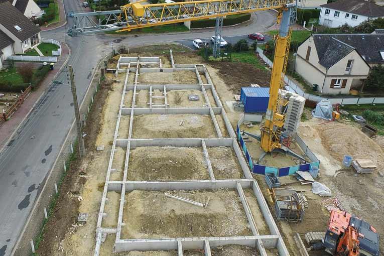 Même pour des petits chantiers, la grue apporte son lot d'avantages en matière de sécurité et de productivité. [©Dazard]