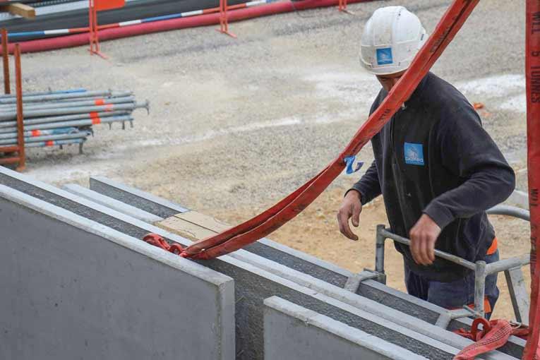 L'entreprise dispose d'une unité de préfabrication. Elle utilise aussi la technique du mur à coffrage intégré, lorsque le contexte s'y prête. [©Dazard]