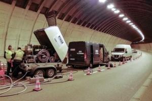 Travaux d'hydro-fraisage à l'intérieur du tunnel de Ponserand réalisés par l'entreprise Orea. [©Orea]