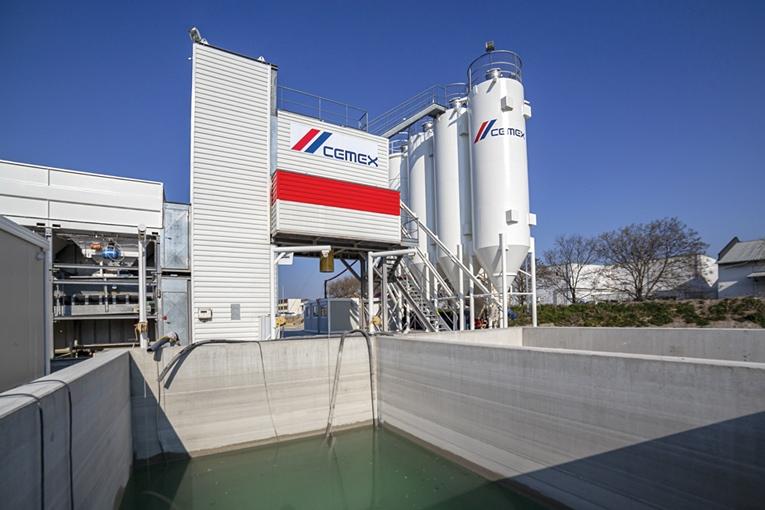 En centrale à béton, par exemple, les circuits d'eau sont maîtrisés. La plupart des eaux récupérables sont recyclées et réintroduites dans le circuit. [©Cemex]
