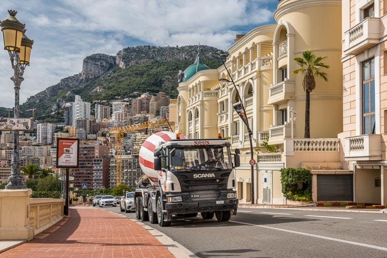 Ecotrans a opté pour des camions-toupies Scania roulant au B100, permettant - 60 % d'émission de CO2, - 80 % de particules fines et - 10 % de nuisance sonore. [©Fred Boyadjia]