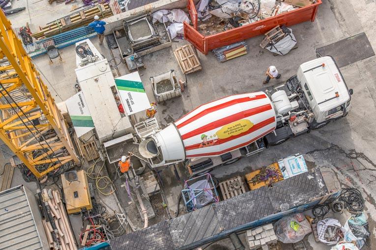 Avec un PTAC de 44 t, chaque toupie embarque plus de béton, ce qui permet de réduire d'autant le trafic poids lourds dans les rues de Monaco. [©Fred Boyadjia]