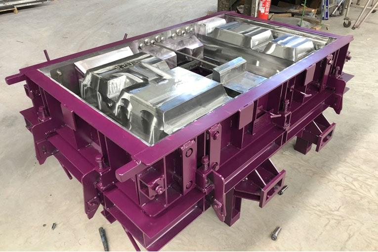 Pour accompagner les préfabricants, MCB leur propose des moules toujours plus techniques, avec des systèmes d'assistance de plus en plus développés. [©MCB]