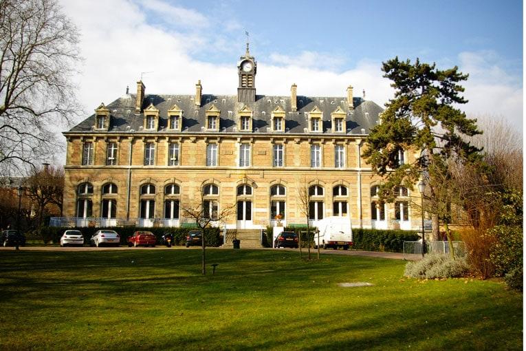 En 1882, la construction du lycée Lakanal constitue une étape décisive dans son œuvre. [©DR]