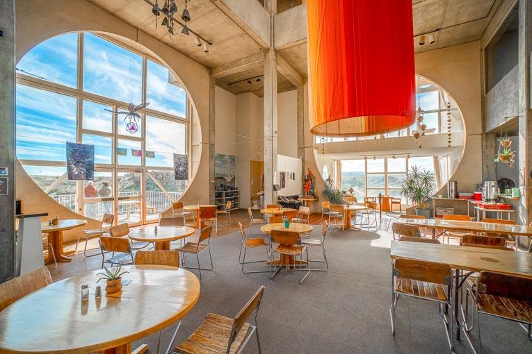 Les espaces de vie et de travail sont indistincts. Ici, le Café, moments conviviaux en perspective. [©Elitemedia.network]