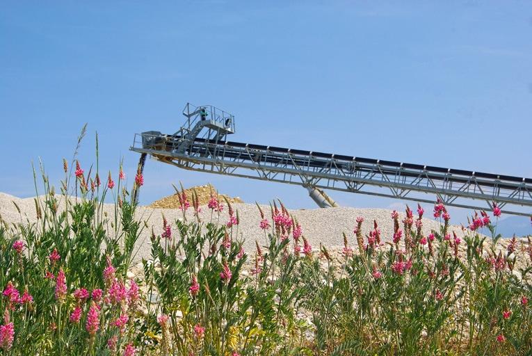 L'Unicem Auvergne Rhône-Alpes et 17 bureaux d'études spécialisés en écologie viennent de signer une charte d'engagement. [©Unicem]