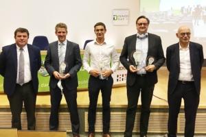 Les lauréats et le gagnant du concours Innov Day TP (2e en partant de la droite). [©Rodolphe Saveureux]