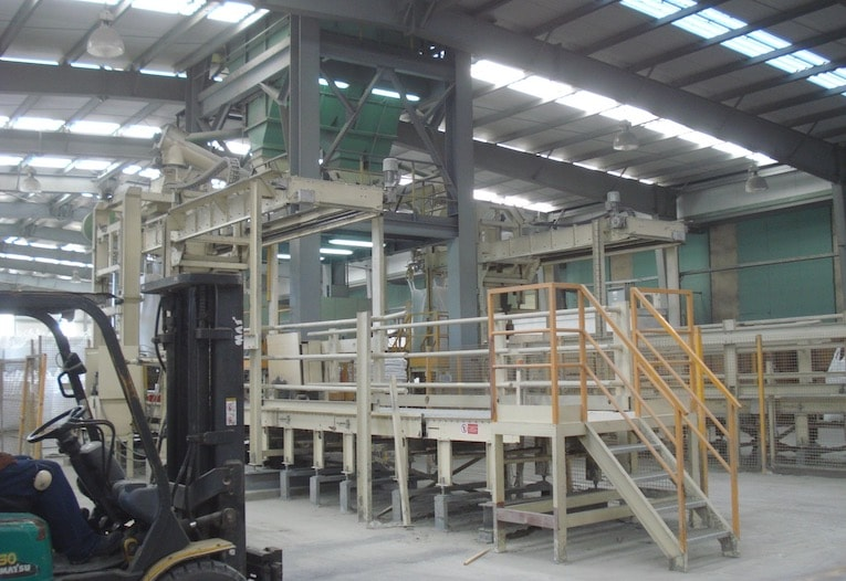 Concetti a conçu, notamment pour l'usine tunisienne de Colacem, une solution de remplissage automatique des big bags. [©Concetti]