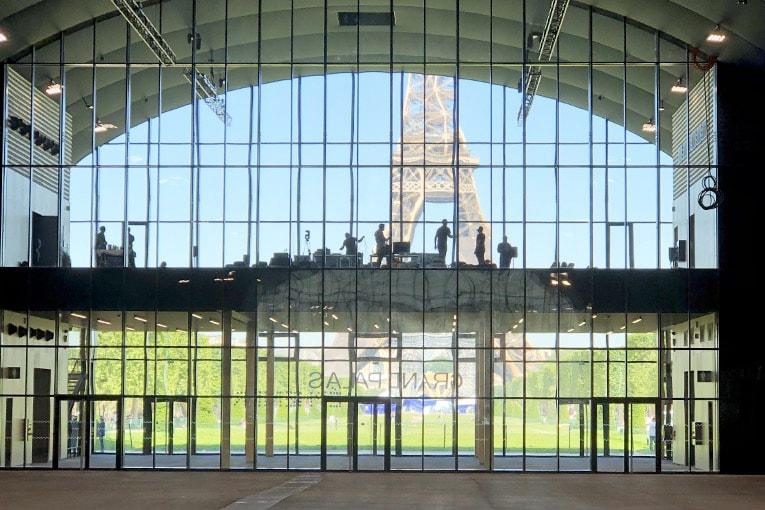 Le dialogue avec la tour Eiffel est saisissant. [©JT]