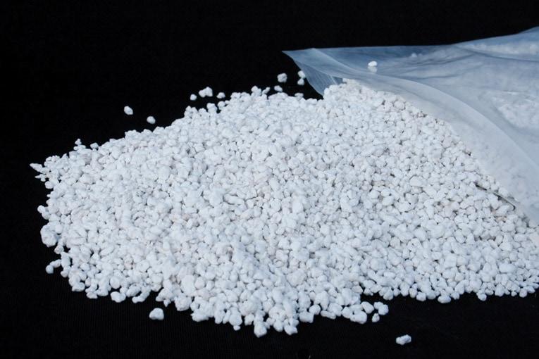 Pour les applications en vrac, la perlite est généralement conditionnée en sacs. [©Efisol/Soprema]