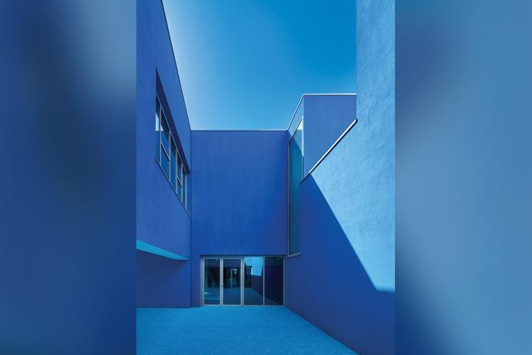 Groupe scolaire René Beauverie, Vaulx-en-Velin (69). Dominique Coulon & associés, architectes.  [©Coulon Architectes/Eugeni Pons]