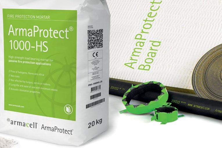 La nouvelle gamme ArmaProtect est composée de bandes intumescentes, de colliers, de panneaux en fibre minérale enduits, de mastics et de mortiers. [©Armacell]