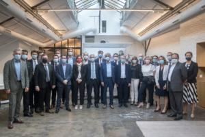 - Les représentants des 26 entreprises signataires de l'éco-organisme Valobat, pour le recyclage des déchets du bâtiment. [©Valobat]